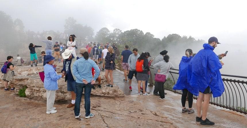 's Ochtends hangt er veel mist en is de Grand Canyon niet te zien.