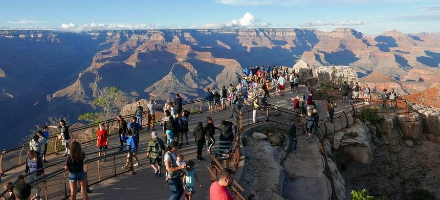 Aan het einde van de dag breekt de zon door. Wat een uitzicht op de Grand Canyon.