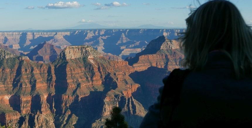 Met een goede verrekijker zie je de drukte aan de andere kant van de Canyon: de South Rim.