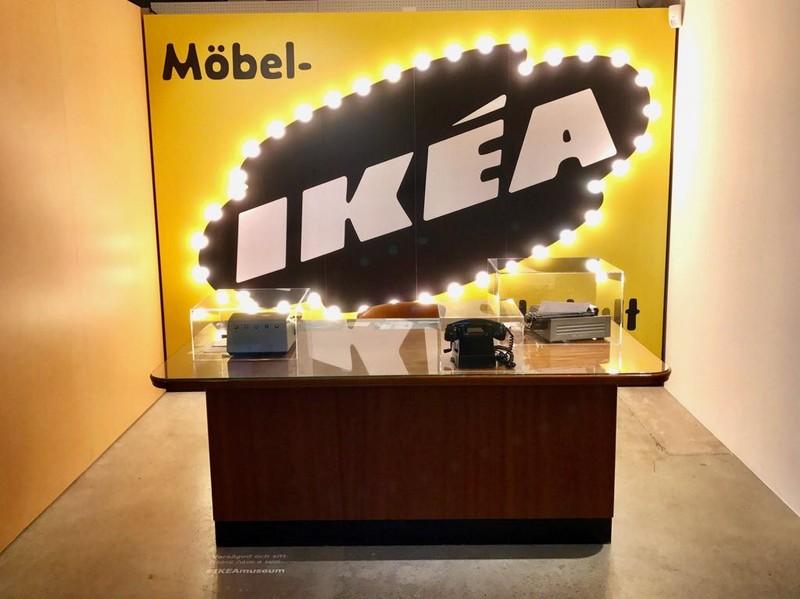 Het enige niet-IKEA-meubel in het IKEA Museum: het oude bureau van Ingvar Kamprad