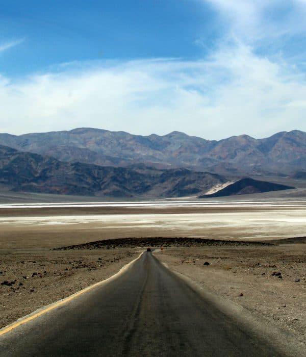 Death Valley is fantastisch om met je huurauto doorheen te rijden