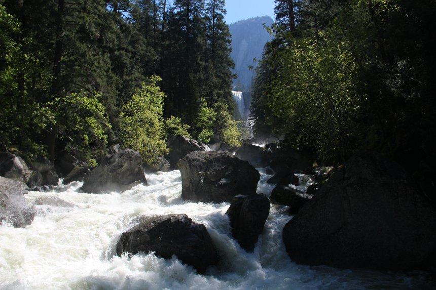 Hiken in Yosemite: Vernal Fall Footbridge