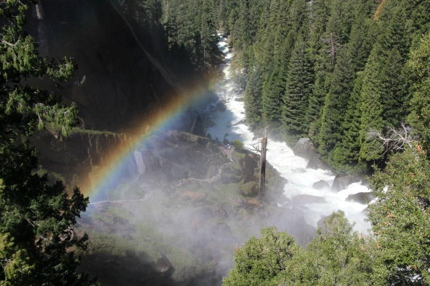 B0oven de Vernal Fall in Yosemite is vaak een regenboog te zien