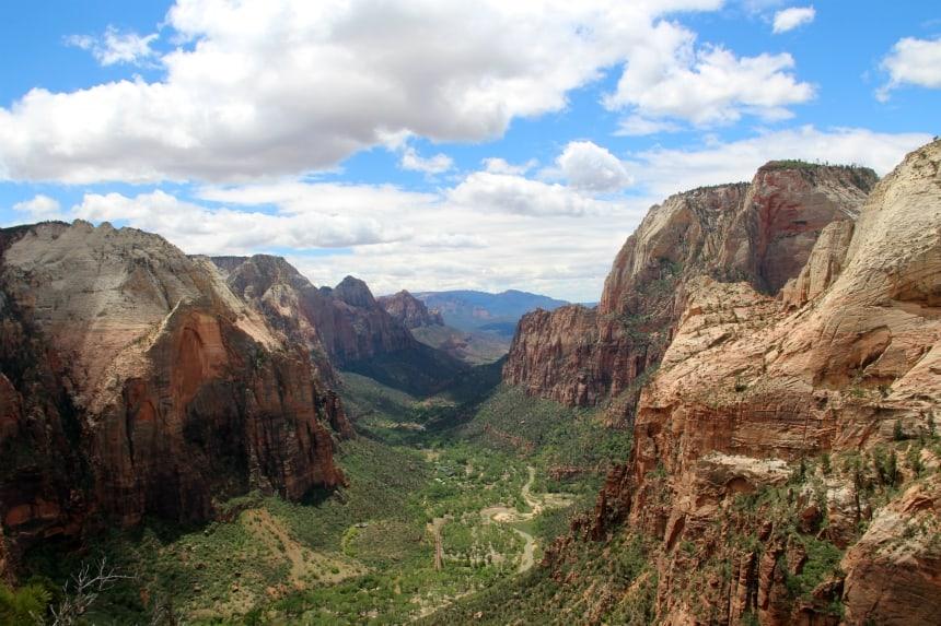 Zion National Park heeft gigantische, groene canyons