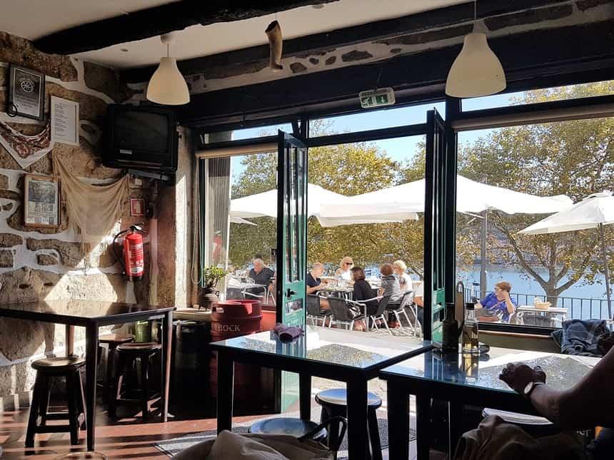 Adega Rio Douro: tussen de locals genieten van een echte Portugese lunch