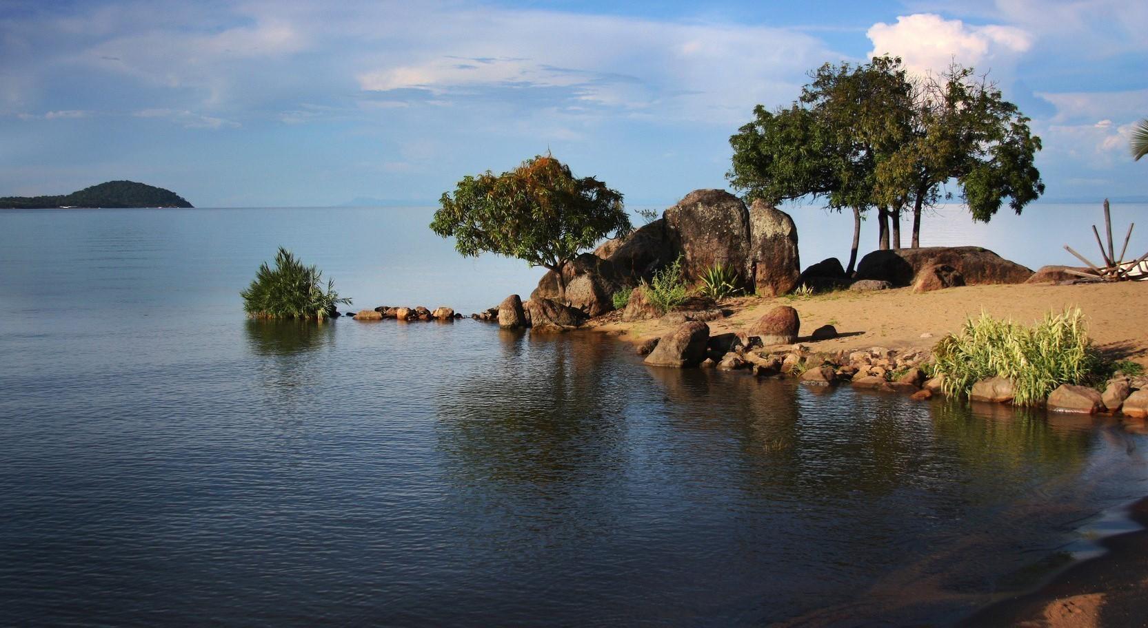 Het uitgestrekte Malawimeer heeft een breedte van 75 kilometer en een lengte van maar liefst 580 kilometer