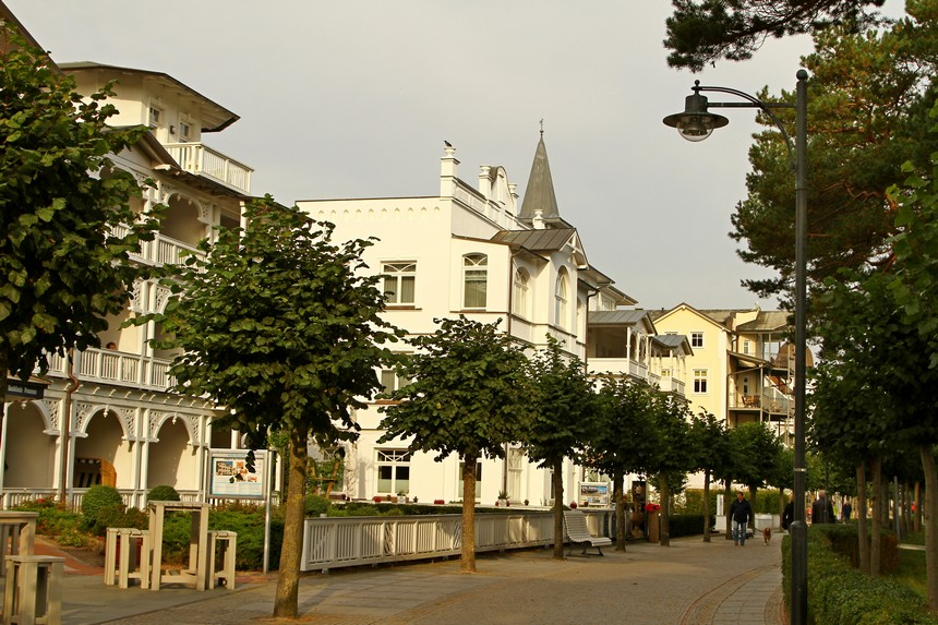 Rügen: witte villa's met houtwerk en veranda's