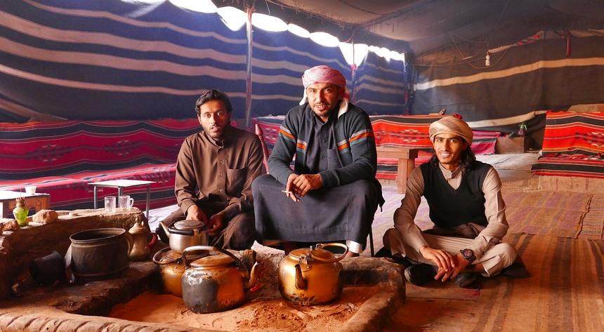 Bedoeïenen doen een moord voor een potje thee!