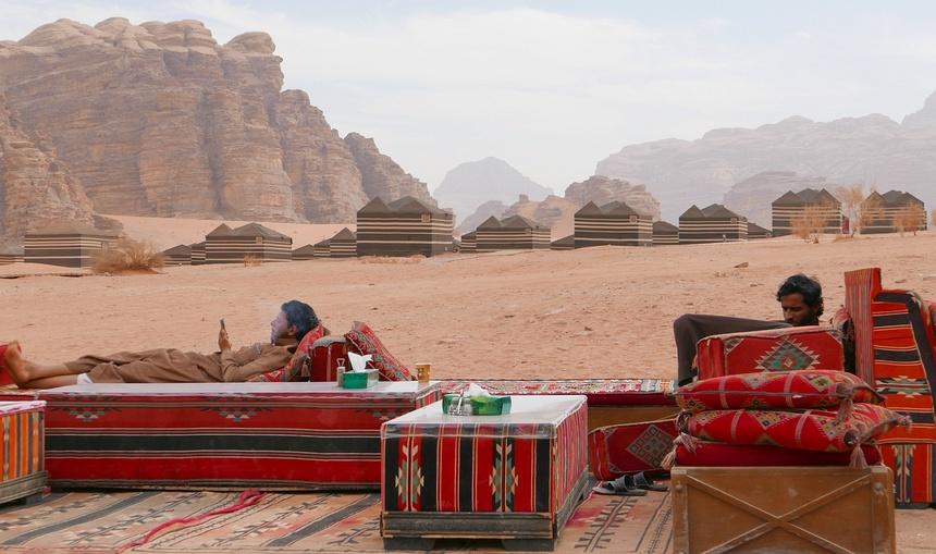 Terug in het luxe bedoeïenenkamp - mét wifi.