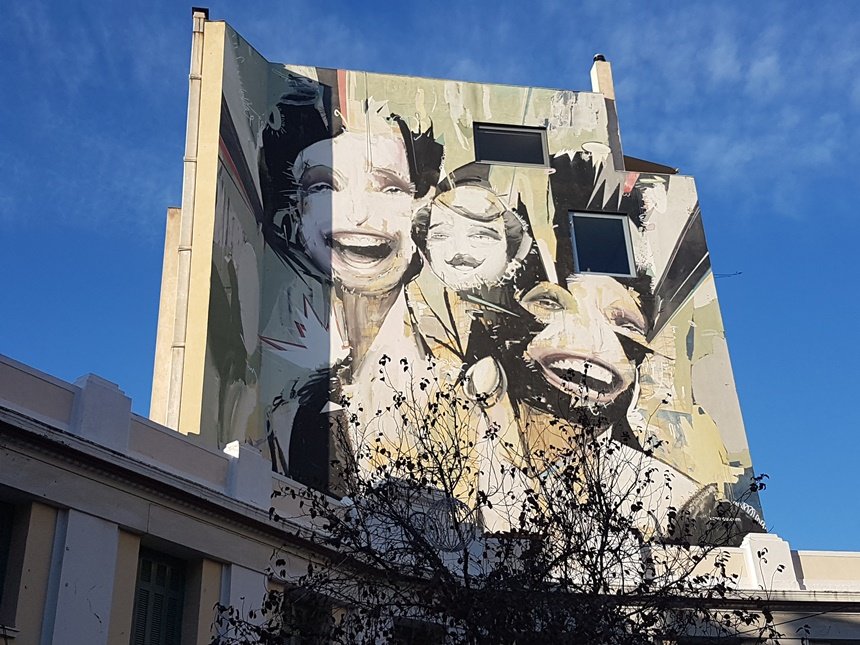 Athene winter street art