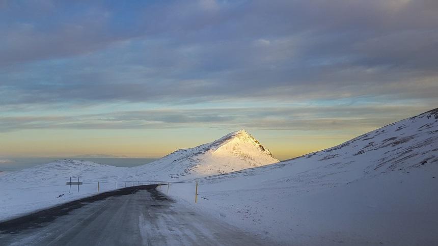 De weg in de omgeving van Grundarfjörður