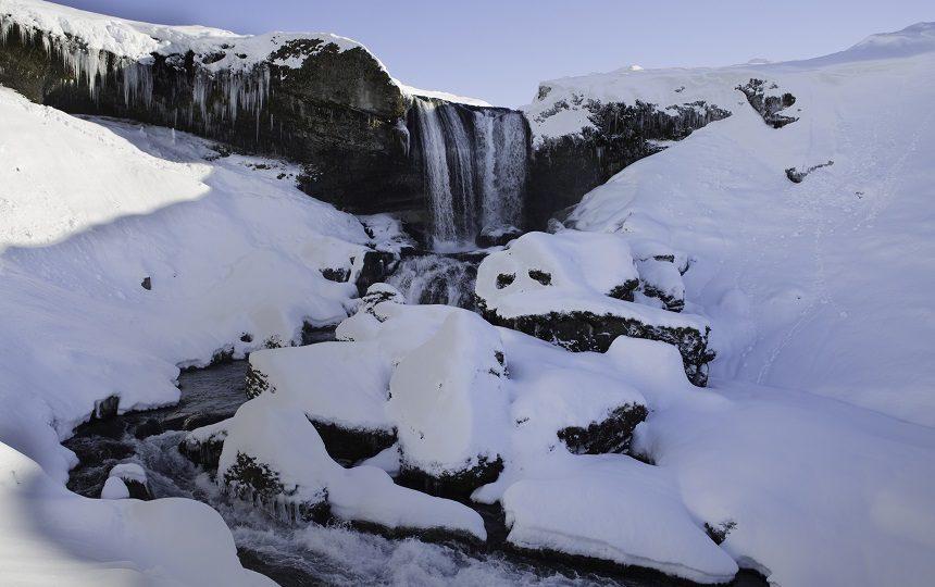 Een van de vele watervallen onderweg