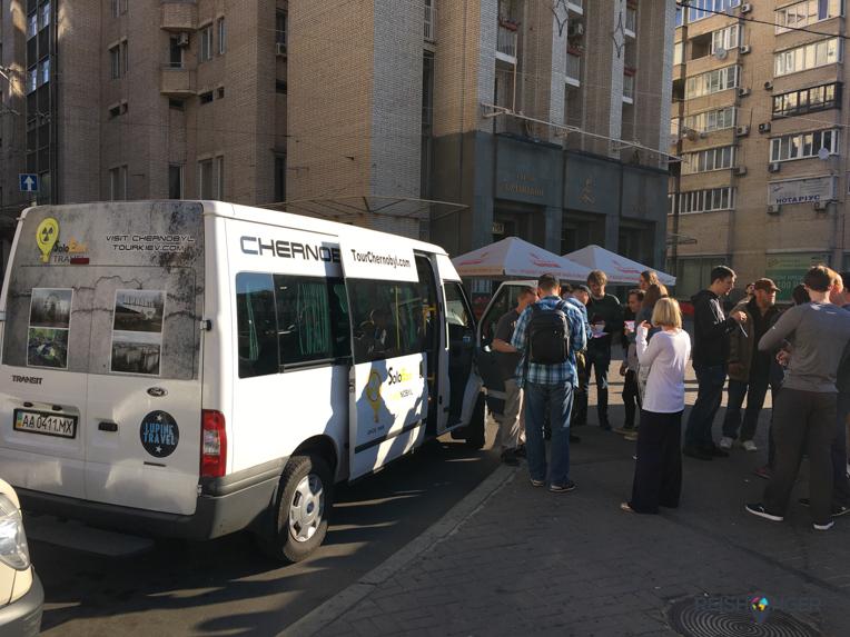 Iedere dag vertrekken vanaf Maidan de busjes naar Chernobyl