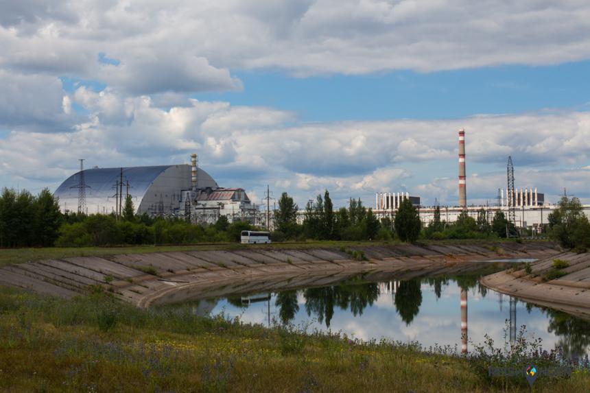 Reactor nummer vier veilig opgeborgen achter de nieuwe sarcofaag