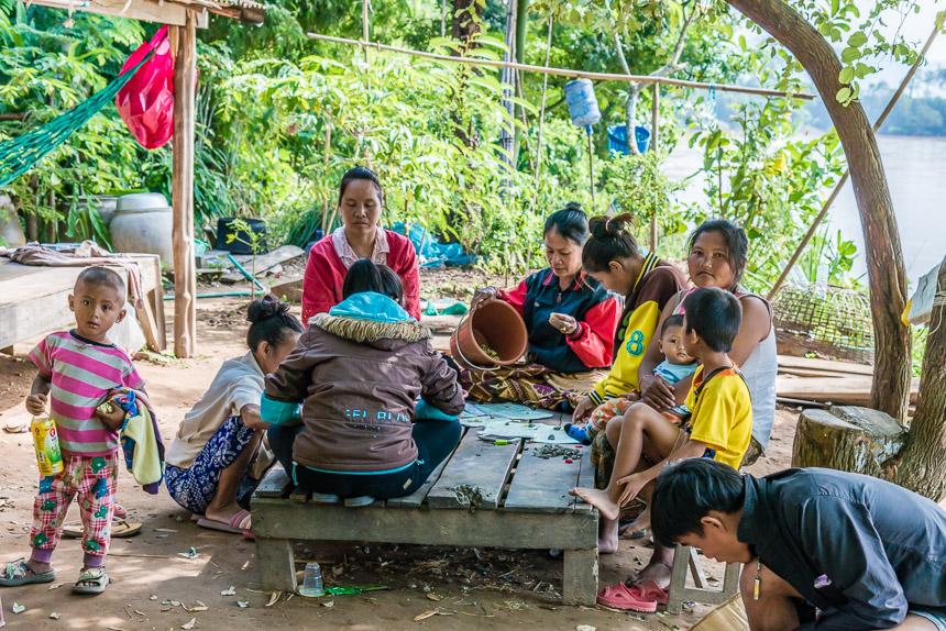 Bingo aan de oever van de Mekong
