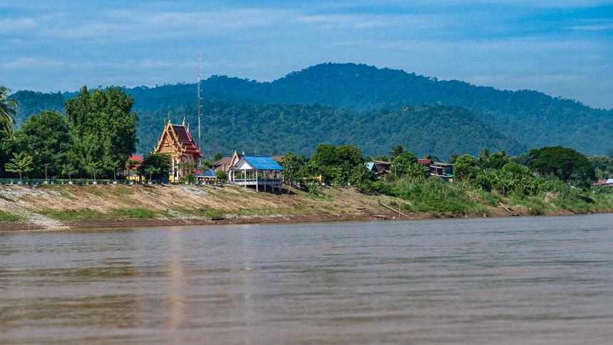 De Thaise kant van de Mekong