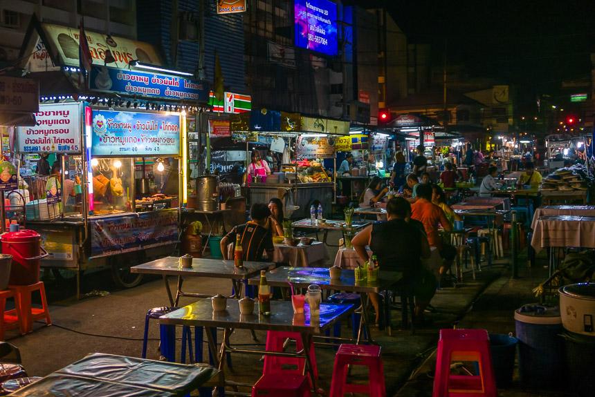 De nachtmarkt van Ubon Ratchatani