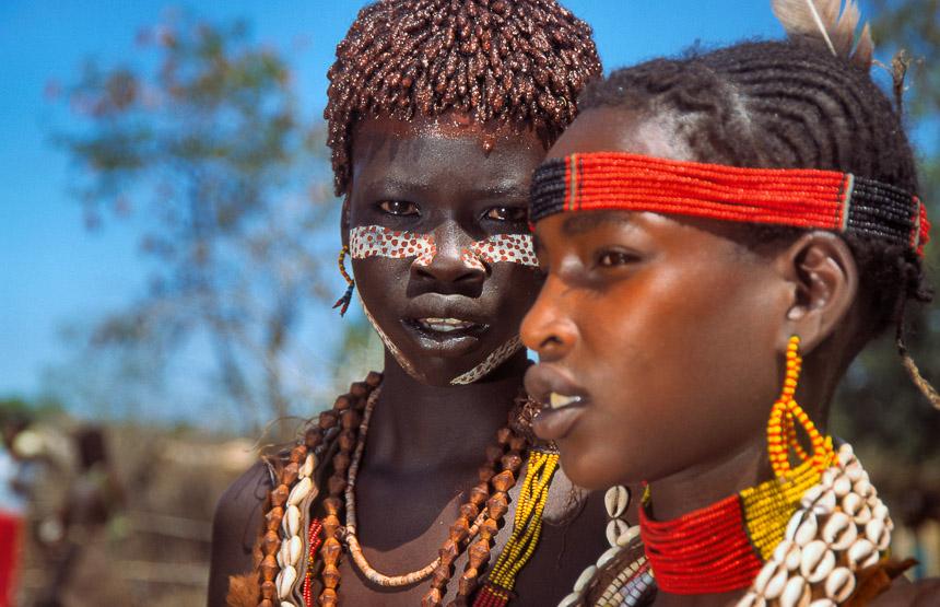 Hamer meisjes in Turmi, een van de stammen Ethiopië