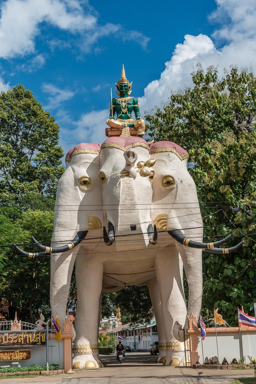 Erewan de driehoofdige olifant in Ubon Ratchatani in Thailand