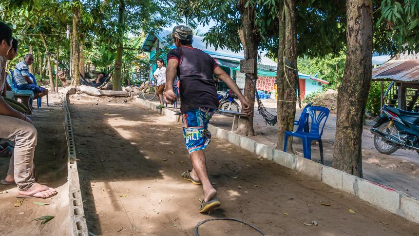 Jeu de boules in Laos langs de Mekong