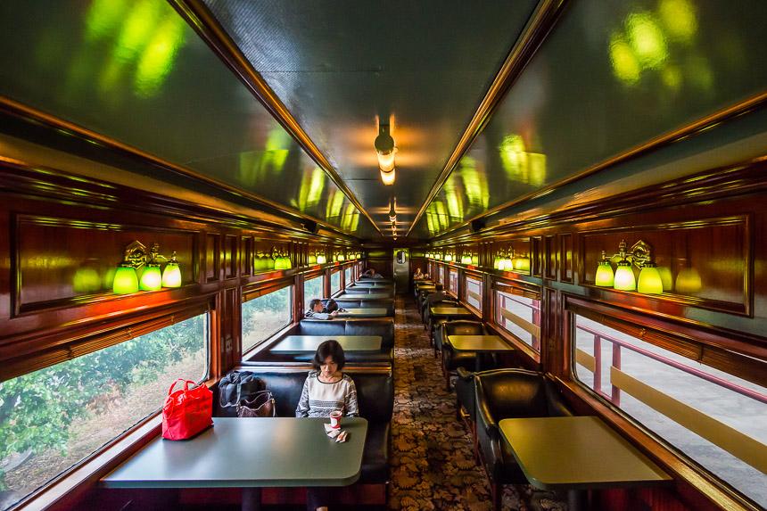 Interieur van een rijtuig van de Panama railroad