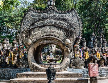 Het wiel des levens – een beeldengroep in Nong Khai