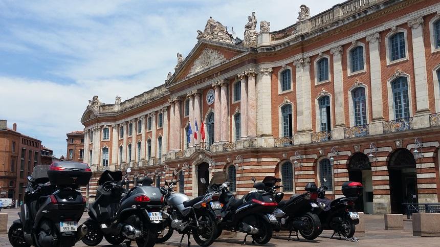 Het Capitole op het gelijknamige plein is het grootste gebouw van Toulouse