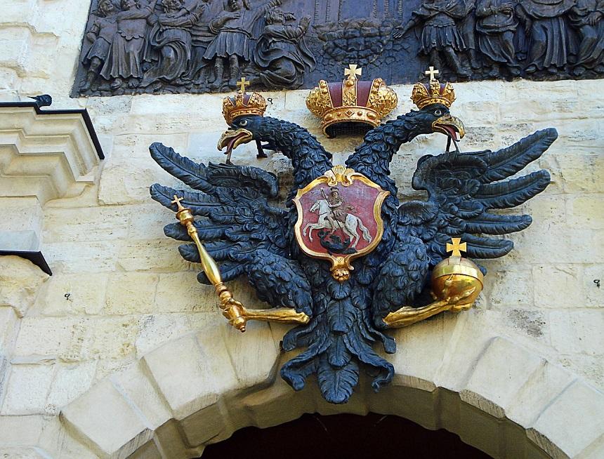 Wapenschild in het historische centrum van Sint Petersburg