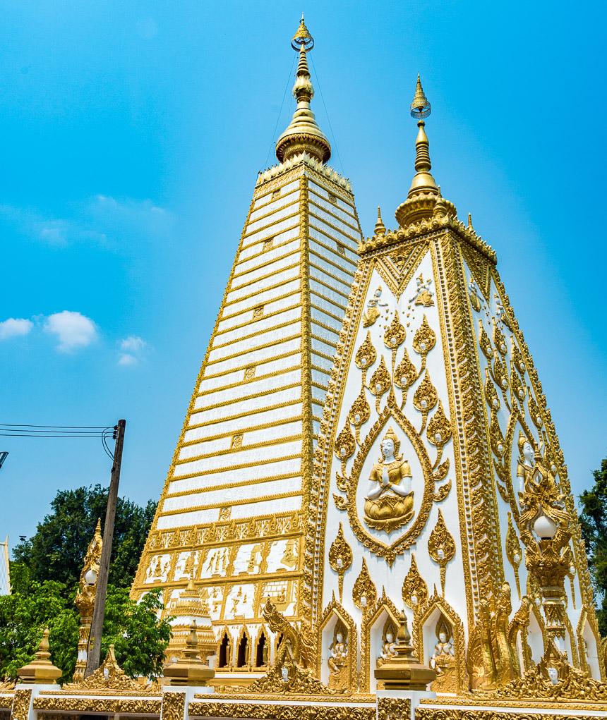 Stupa's van Wat Phra That Nong Buang in Ubon Ratchatani