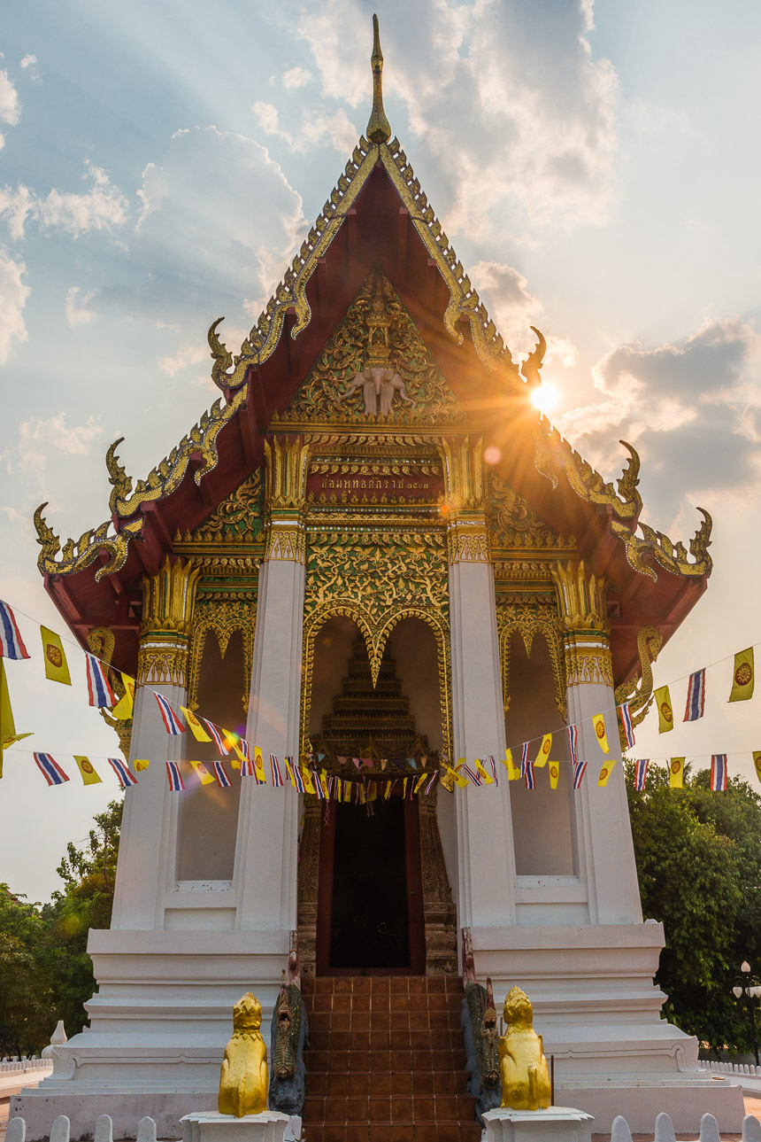 De both van Wat Thung Si Meuang in Ubon Ratchatani