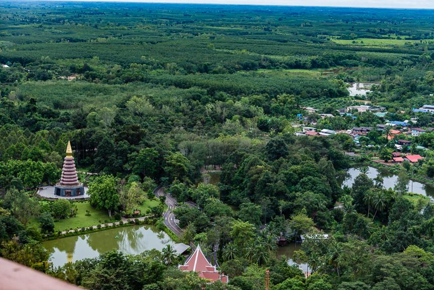 Weidse vergezichten over de Isaan vanaf Wat Phu Tok