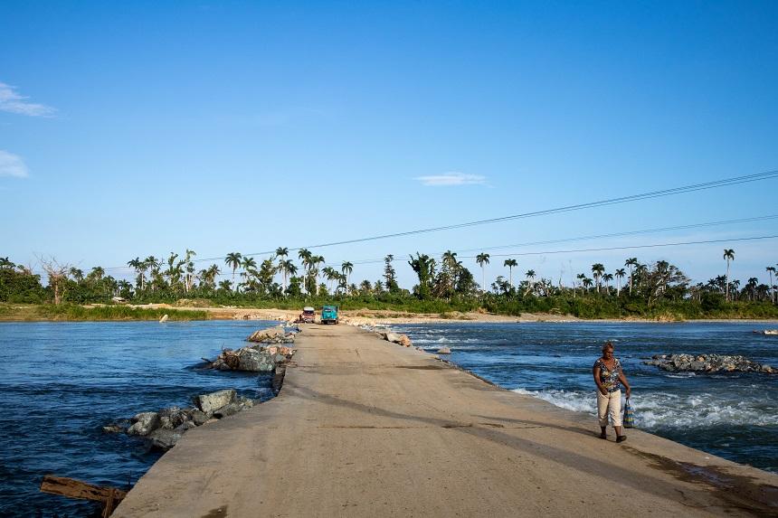 Weg door het water ten oosten van Baracoa