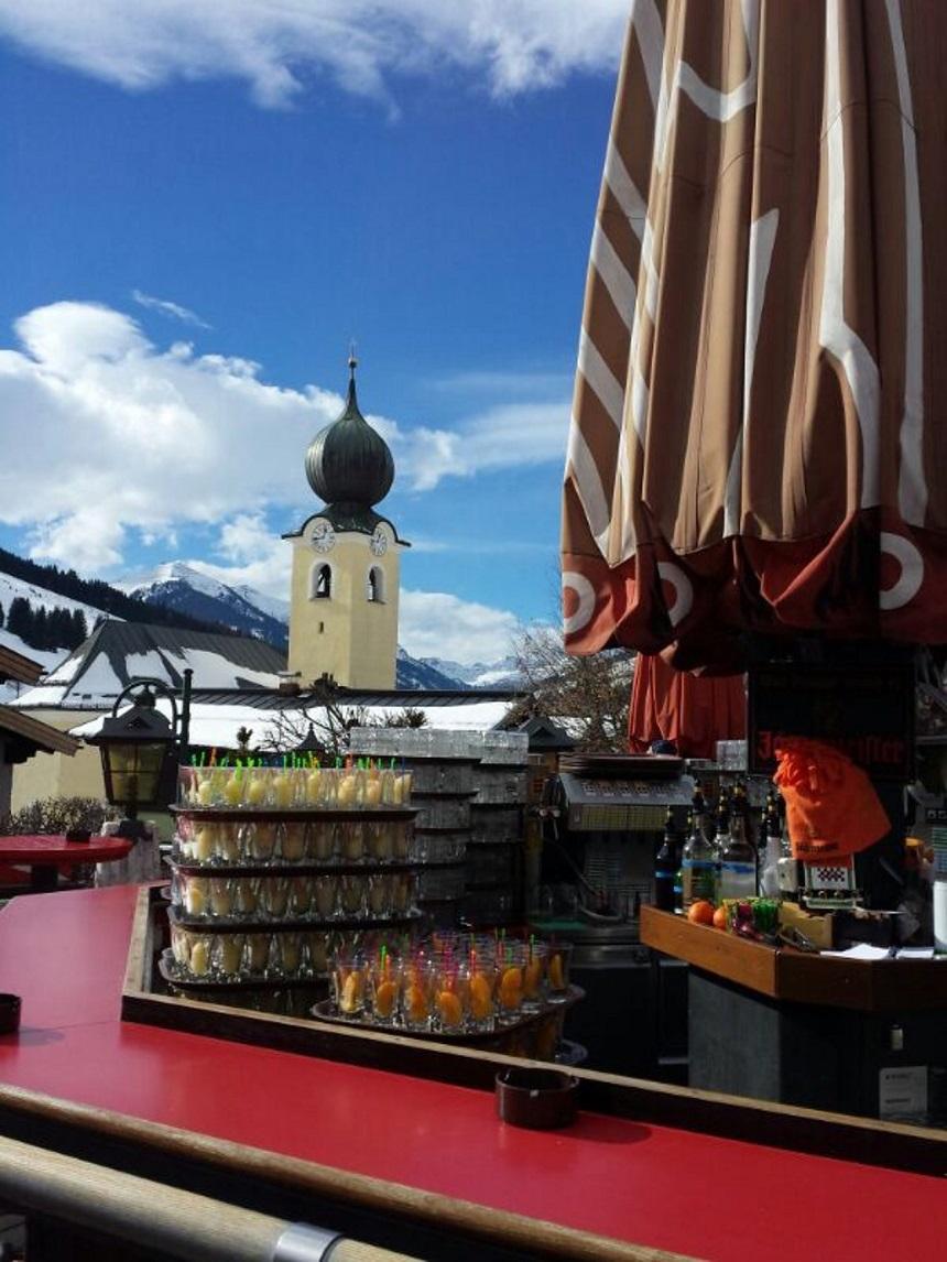 Terras Bauer's Schi Alm in Saalbach