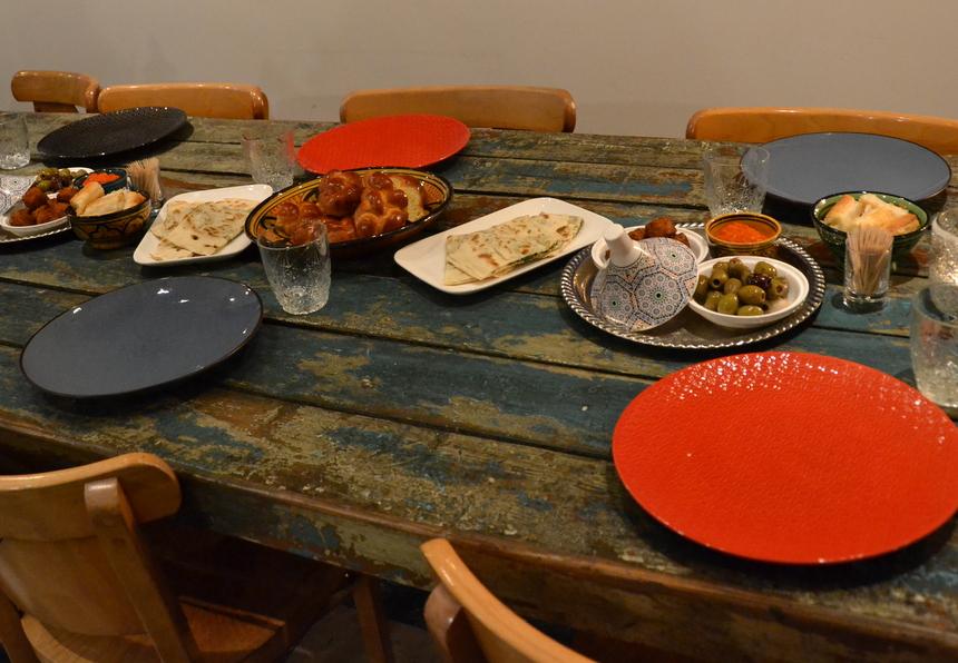 De oergezellige tafel bij restaurant Tajine in Hasselt