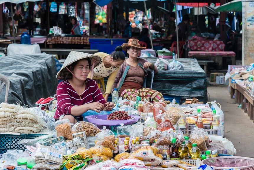 Op de markt van Ban Khinak