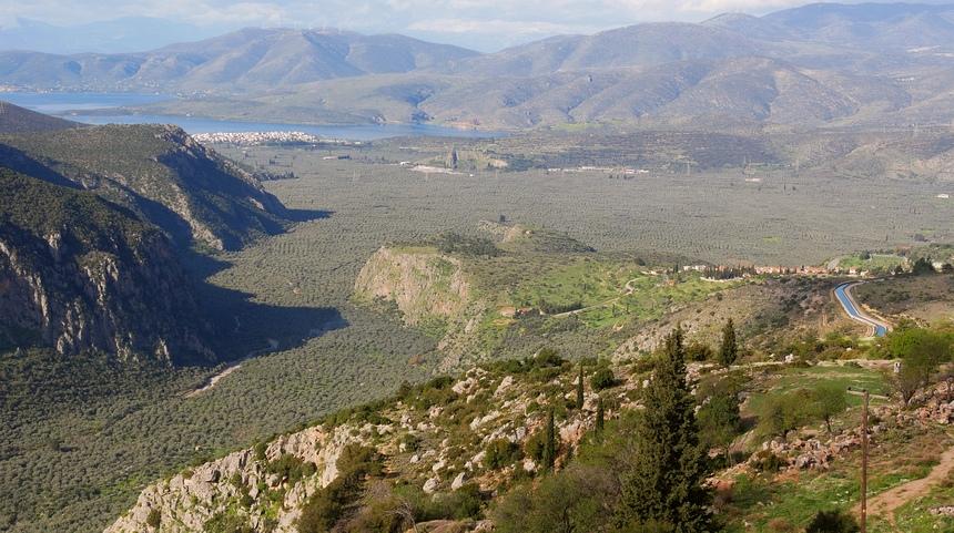 Uitzicht over de vallei van Delphi met 2 miljoen olijfbomen.