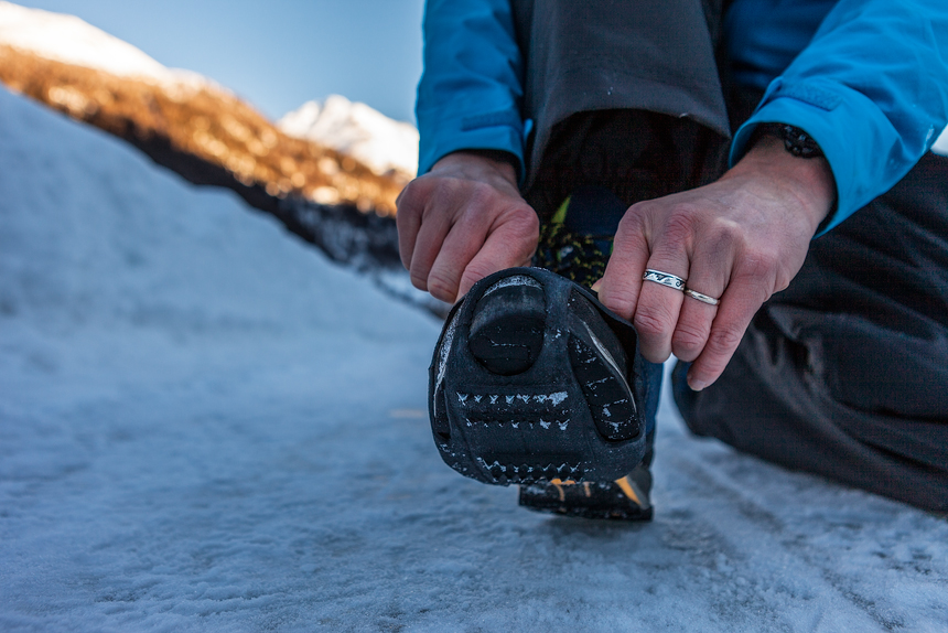 Spikes voor meer grip in de sneeuw, Susch Unterengadin Zwitserland
