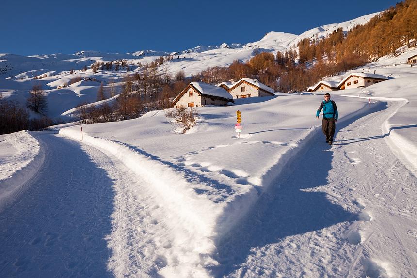 Winterwandeling Unterengadin Zwitserland, de Via Engiadina boven Ardez