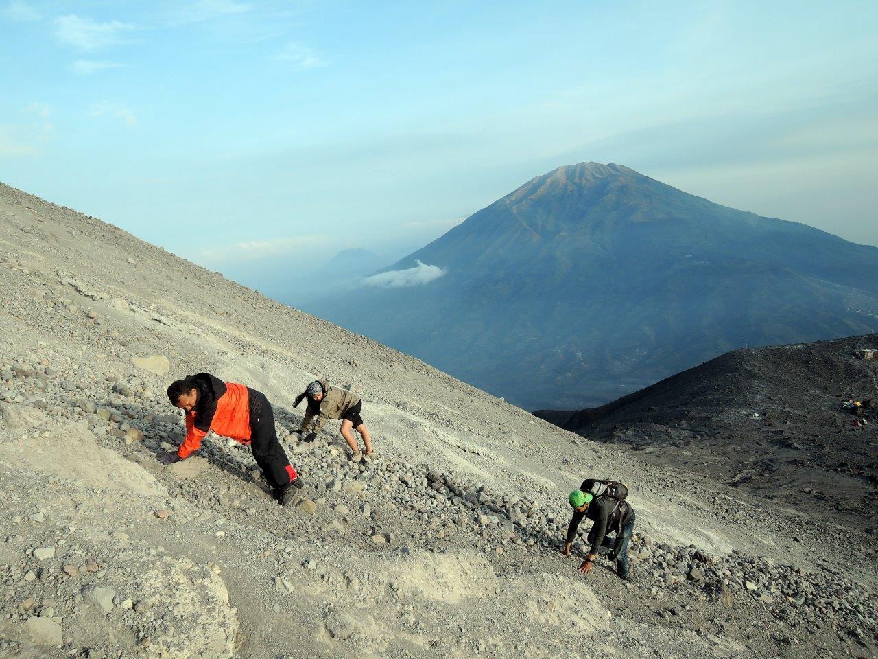 Vulkanen verzamelen in Indonesië: Merapi beklimmen