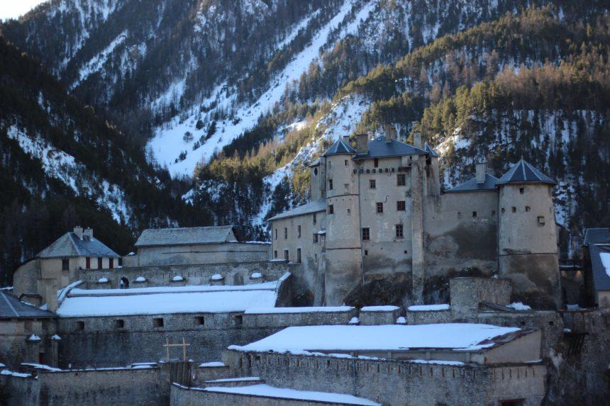 Oud militair fort op de weg van Montgenèvre naar Queyras