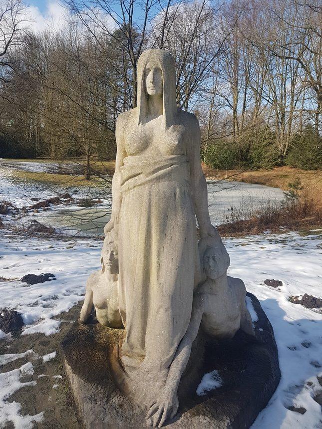 Beelden op Friedhof Ohlsdorf in Hamburg