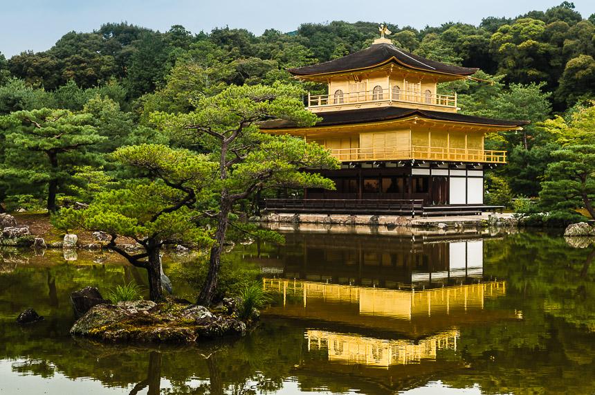 Kinkakuji, het gouden paviljoen, in Kyoto