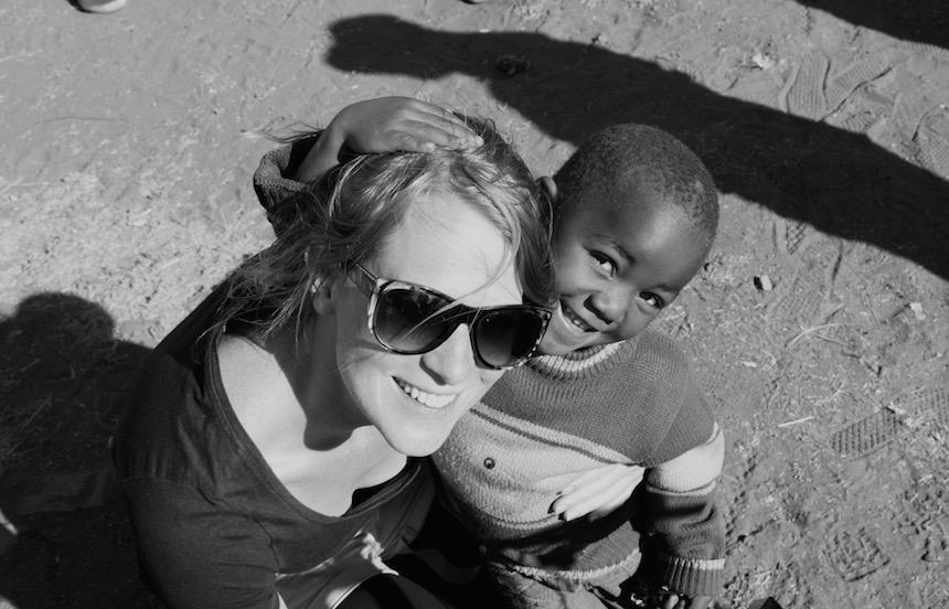 De kinderen in Soweto willen heel graag op de foto en verbazen zich over mijn huidskleur en haren