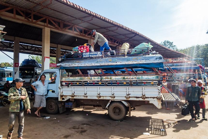 De songthaew naar Ban Khinaak