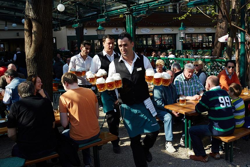Bier rondbrengen