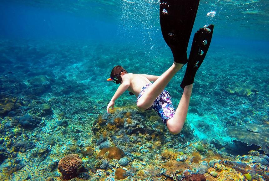 Indonesië met kinderen snorkelen
