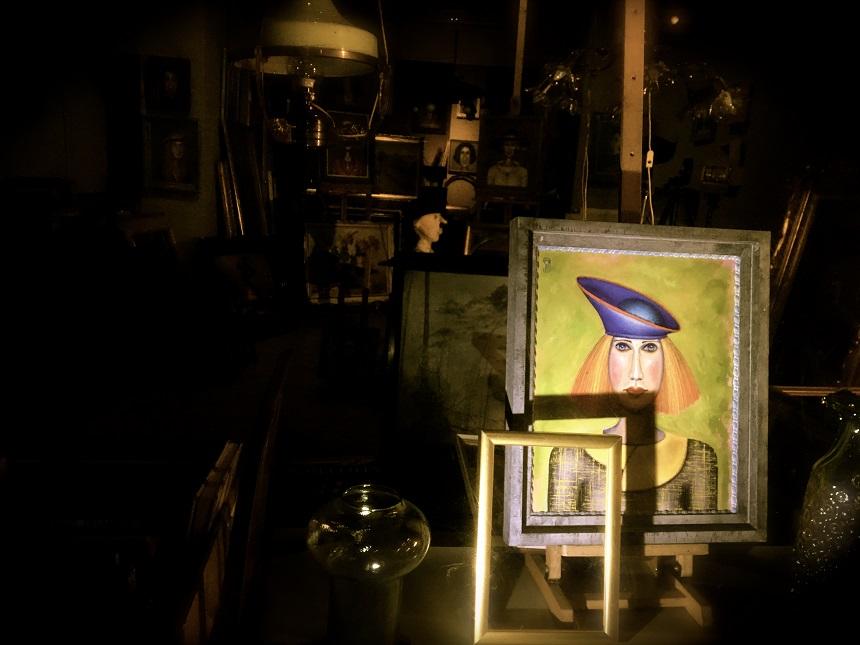 De prachtige kleine galeries waar je in de avonduren naar binnen kan turen
