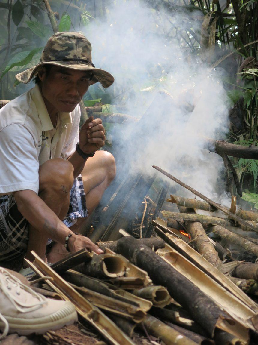 Rijst koken op Borneo