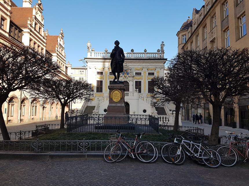 Het straatbeeld in de oude stad van Leipzig