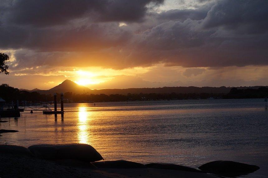 Genieten van de prachtige zonsondergang vanuit je minivan